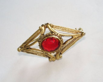 Vintage Jewelry Red Stone Bar Pin Brooch Gold Tone.