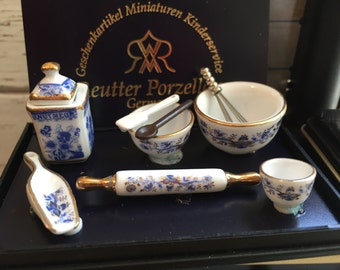 Miniature Blue Onion Baking Set by Reutter, Dollhouse Dishes, Porcelain, Miniature Dishes, Kitchen Decor, Accessories, 1:12 Scale