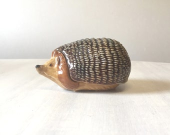 Vintage Wade trinket pot, ceramic hedgehog trinket pot, vintage trinket box, Wade whimsies, Wade England, wade figurine, hedgehog figurine