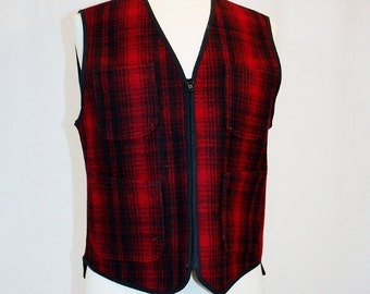 1990's Women's Woolrich Buffalo Red Black Plaid Vest Size Medium Vintage REtro 90's Wool USA Outdoors Winter Camping Hipster Hunting