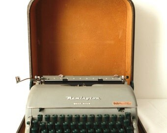 TYPEWRITER antique portable manual REMINGTON edition with CASE and original manual works perfectly