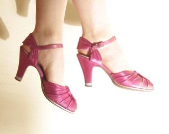 Vintage 1940s Pink Satin Shoes / 40s Peep Toe Maryjanes in Fuschia / 7 1/2