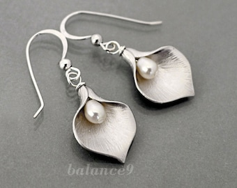 Calla Lily earrings, flower earrings gift, Sterling silver earwire, pearl drop dangle, Bridesmaid wedding gift Everyday jewelry by balance9