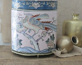 Vintage Japanese porcelain ginger jar