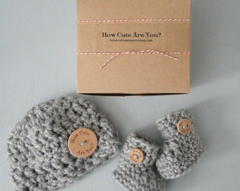 New Baby Gift ,Pregnancy Announcement to Grandparents,  Baby Gift, Gender Neutral, Hat and Bootie Set,  Take Home Set, Baby Shower Gift Set
