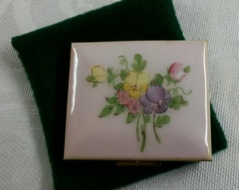 ON SALE- Wiesner Perfalip Trickettes Powder Compact Featuring A Hand Painted Floral Motif circa 1940's-1960's  DR183