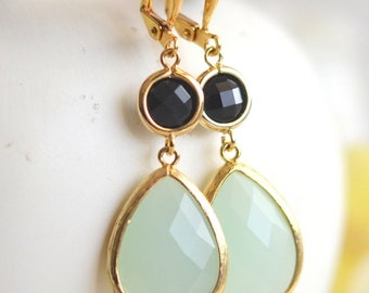 Large Pale Mint Teardrop and Black Dangle Bridesmaid Earrings in Gold.  Glass Drop Earrings. Mint Dangle Earrings. Jewelry. Gift for Her.