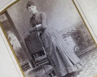 Antique Vintage 1800s Purple Velvet Photo Album cabinet Cards CDVs