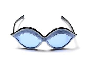 vintage 60s 70s mod sunglasses Renauld USA sunglasses lip shape oval movie star Twiggy blue lens frosted