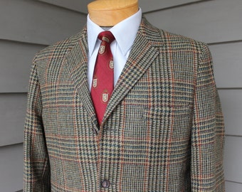 vintage 1960's -Campus- Men's tweed sport coat. Trad styling - 3 button - Sack. Big Glen plaid - Earth tones. Made in USA. 38 Regular