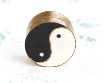 Yin Yang Snuff Box or Pill Box - Resin inlay on Brass