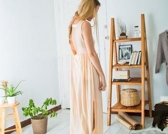 ON SALE >> Long Nightdress with Low-Cut Back