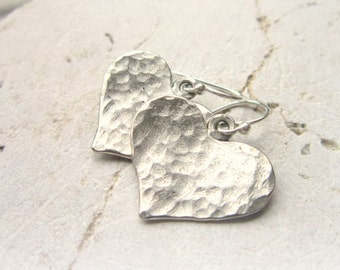 Sterling Silver Heart Earrings.Hand Hammered Silver Dangle Earrings.Sterling Silver Jewelry.Hammered Jewelry.Rustic Earrings.Heart Jewelry