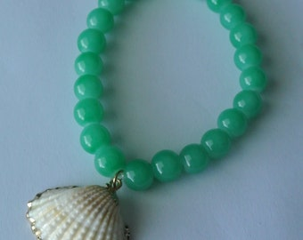 Shell and Glass bead stretch bracelet.