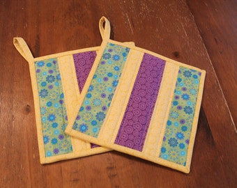 Quilted Pot holder Set, Yellow, Purple, Green and Blue, Patchwork Hot pads, Floral Potholders, fabric trivet, Kitchen Decor, insuated flower