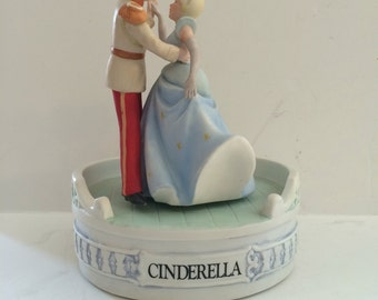 """Disney's Musical Memories Cinderella Music Box 1986 Limited Edition """"A Dream Is A Wish Your Heart Makes""""  Cinderella and Prince Charming"""