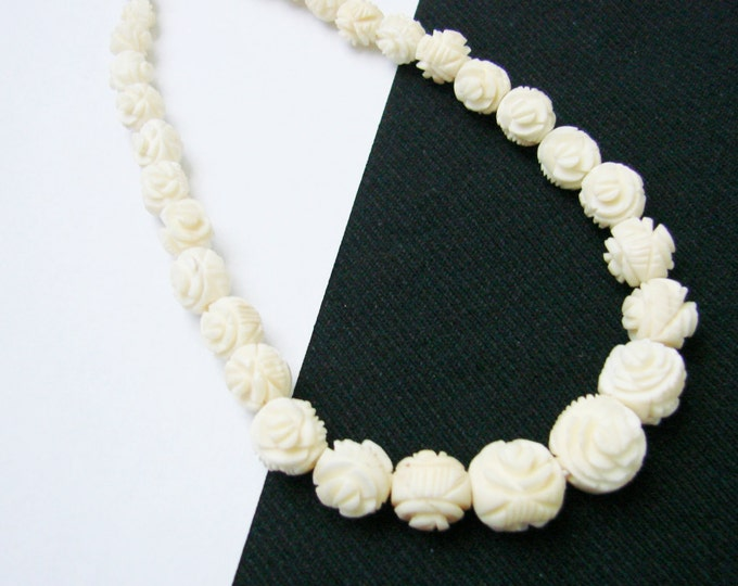 Vintage Hand Carved Bone Necklace / Floral Graduated Beads / Artisan Jewelry / Jewellery