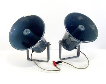 Pair Vintage RADIO SHACK Power Horn PA Speakers 40-1237B 8 ohms * 1960s / 70s Vintage Indoor Outdoor Metal  Horn Speakers *  Weatherproof