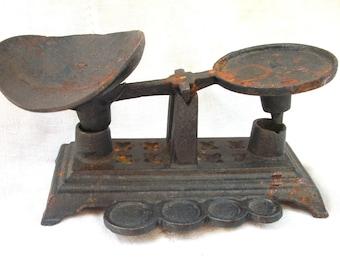 Vintage Cast Iron Small Scale ~ Metal Balance ~ Ornate ~ Scoop ~ Primitive Display