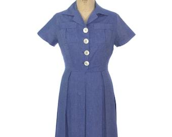 vintage 1950s cotton chambray dress / blue / large buttons / shirtwaist dress / pleated skirt / women's vintage dress / size medium