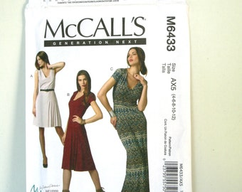 McCalls M6433 Misses Fitted Long Dress Sewing Patterns Womens Deep V-Neck Dress Size 4 6 8 10 Bust 29 30 31 32 UNCUT