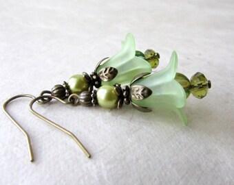 Peridot Flower Earrings, Fairy Earrings, Light Green Jewelry, Spring Wedding Jewelry, Bohemian Lily Earrings, Handmade Faerie Jewelry,