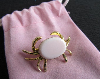 PINK CRAB PIN adorable little gold tone unsigned Jd3-112