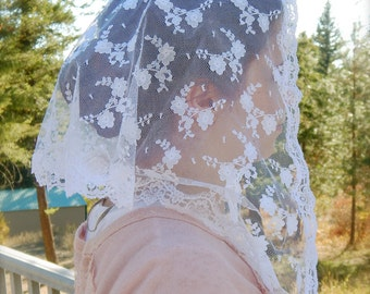 Beautiful White Adult Mantilla, PO#ZW03