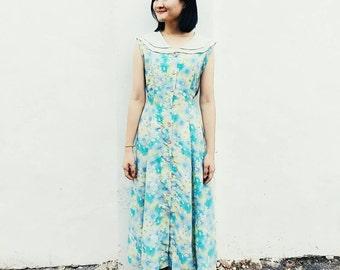 Sleeveless flora dress