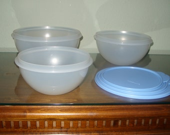 3 Tupperware Bowls Vintage 2518a-2,2519a-2,2520a-2  with lids