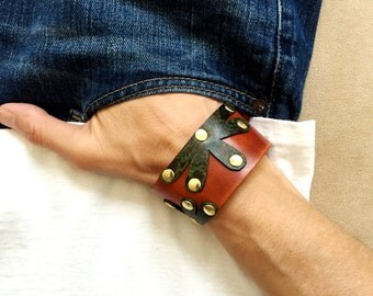 Genuine leather camouflage flowers bracelet cuff, brown and camo studded flower bracelet wristband.