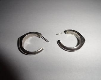 Vintage Pierced Earrings 1 inch length