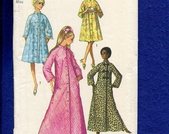1970's Simplicity 9074 Retro Asian Inspired Flared Robe or House Coat Size 14 UNCUT