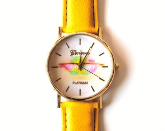 Shows yellow leather, quartz, drawing mouth, lips multicolor dial, Golden dial.
