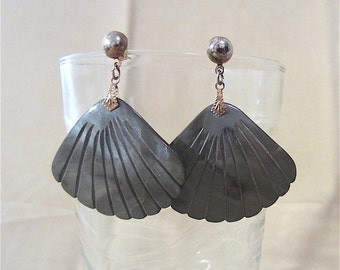 Vintage 80's Gray Carved Shell Fan Post Dangle Earrings, Beach Sea Ocean Nautical Large Earrings, Bold Natural Shell Fashion Jewelry