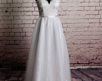 Gorgeous Lace Wedding Dress Sheer Lace Neckline with Sweetheart Underlay and Open Back Design A-line Wedding Gown