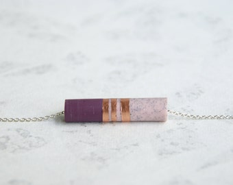 ANAÉ // pendentif en cuivre, résine violine et rose pastel sur chaîne argentée