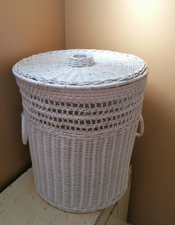 vintage white wicker hamper with lid handle rings. Black Bedroom Furniture Sets. Home Design Ideas