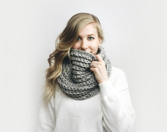 Infinity Scarf, Chunky Knit ⨯ The Léogâne ⨯ in GRAY