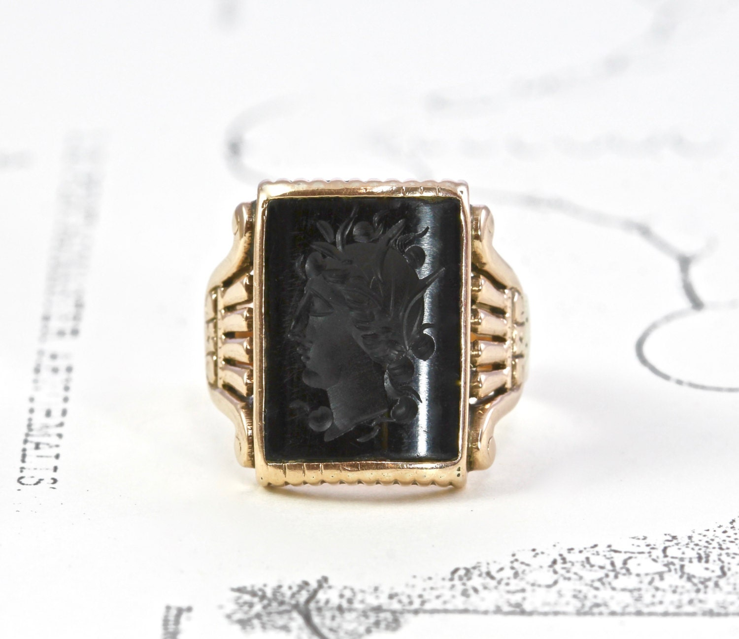 Victorian yx Signet Ring Antique 10k Yellow Gold Carved