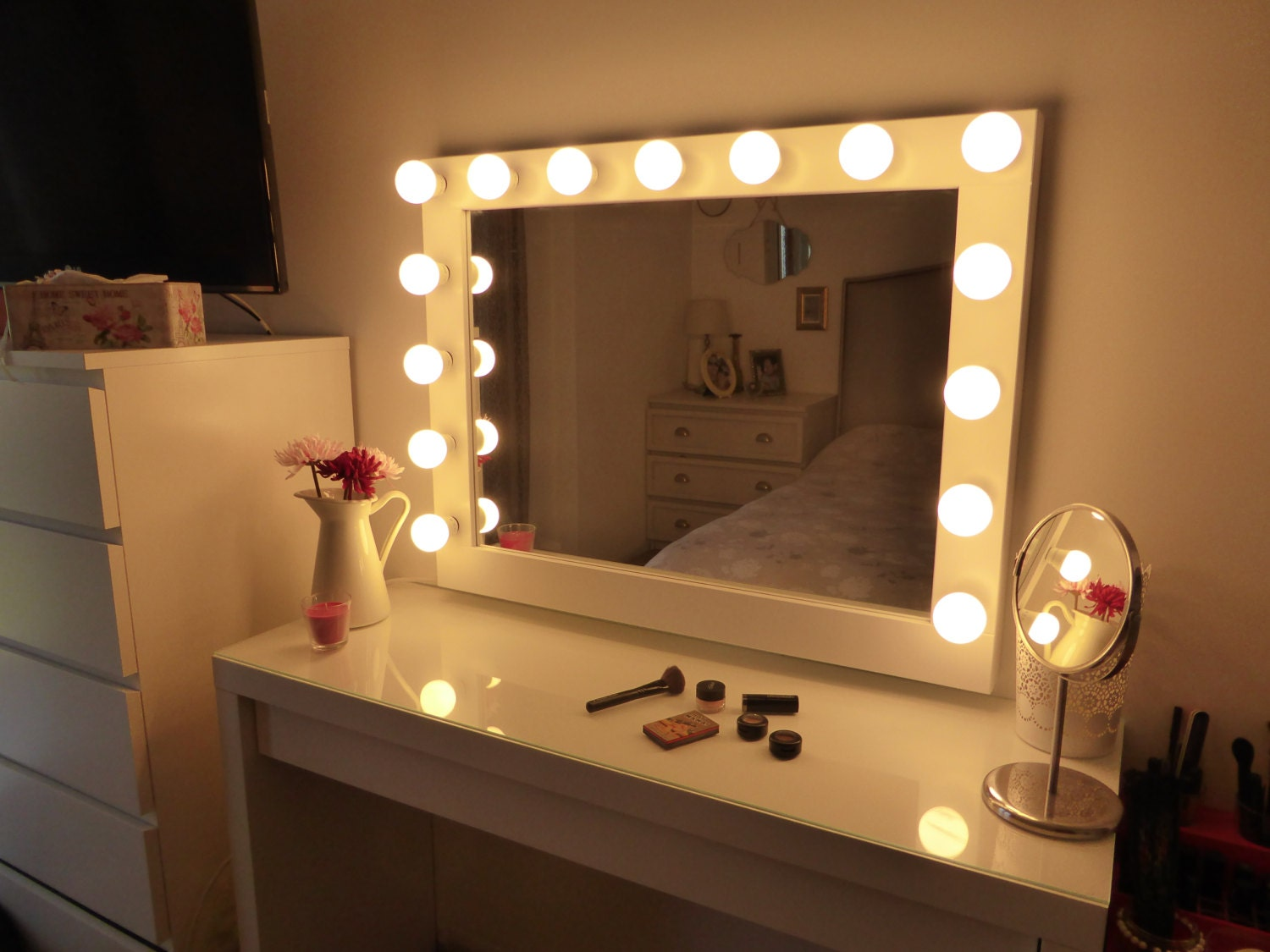 Hollywood lighted vanity mirror large makeup mirror with for Espejo de tocador con luces