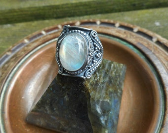 Moonstone ring, oxidized ring, 925 silver ring, gemstone ring, rainbow moonstone ring,moonstone jewelry,size 8 ring,moonstone rings