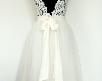 Short wedding dress, lace backless and tulle skirt