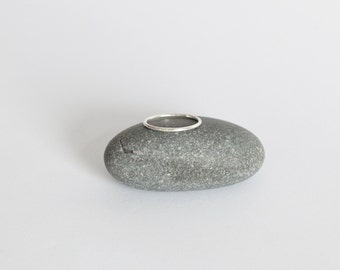 Thin round ring (SOLD INDIVIDUALLY)