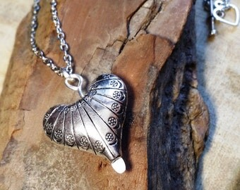 """Heart on a Chain, 21"""""""
