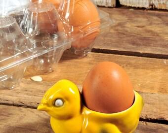 Chickenn Egg Cup, Vintage chick, peep hard boiled egg holder. Soft boiled egg cups yellow porcelain.