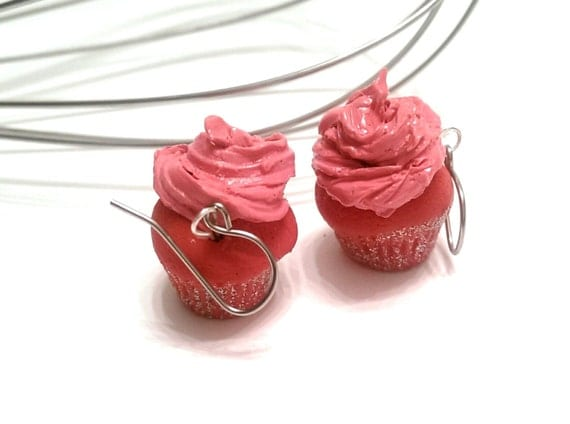 Food jewelry Red velvet Cupcake Earrings, mini cupcake earrings, miniature food, cupcake charms, polymer clay earrings,foodie gift