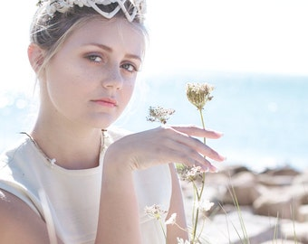 Vintage Headband., Floral Crown Tiara. // White Bridal, Wedding Headpiece.