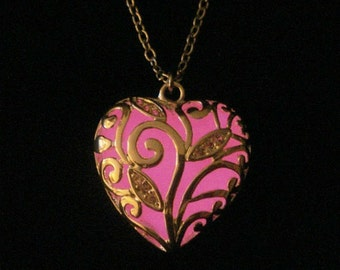 Pink Glowing Heart Necklace Glow In The Dark Heart Jewelry Necklace Pendant Gift For Her Silver (glows pink)