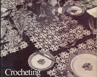Crocheting Tablecloths and Placemats (1975, Paperback)